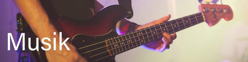 Billede af en, der spiller guitar