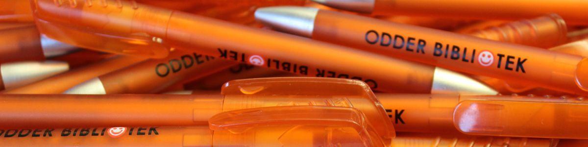 Kuglepenne med Odder Biblioteks logo på