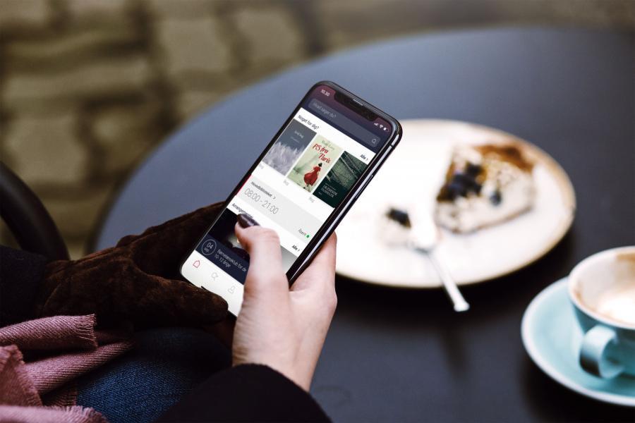 Mobiltelefon med App'en Biblioteket