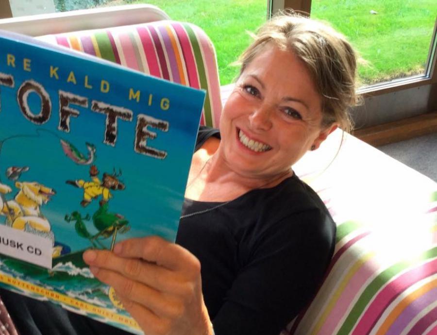 Børnebibliotekar Trine Skjeldborg læser i 'Kald mig Tofte'